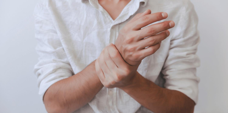 ką daryti jei skauda pečių sąnarius dėl artrito pirštu