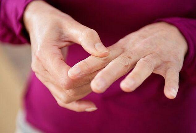 ligos mažų sąnarių pirštų prailginto skausmas kepenų ligų