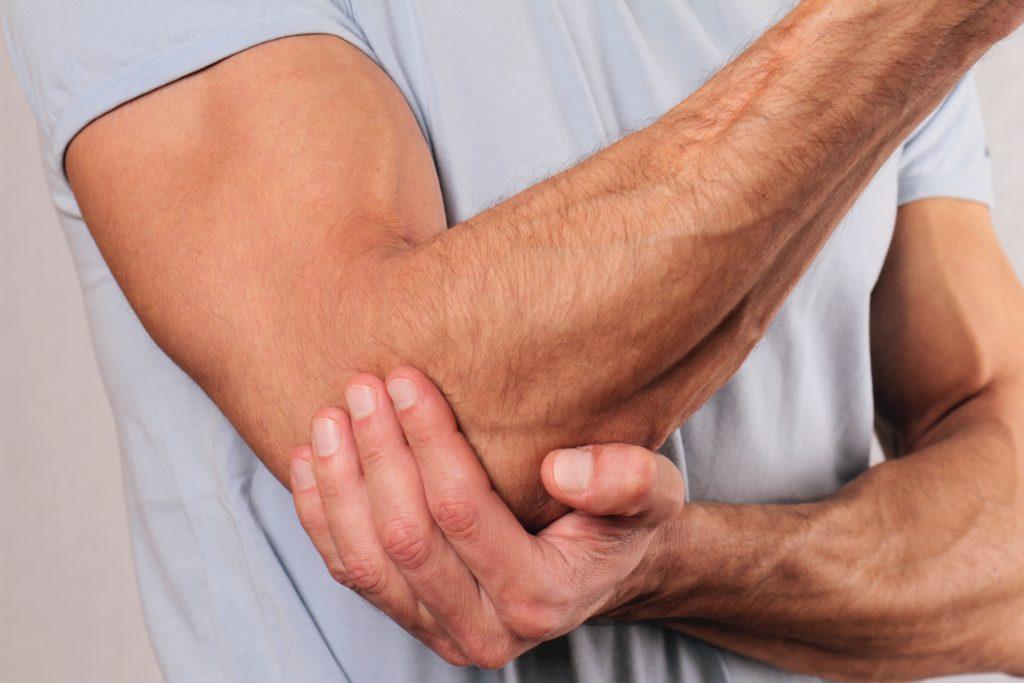 pacientų sergančių ranka pulsuojanti skausmą kairės peties sąnario
