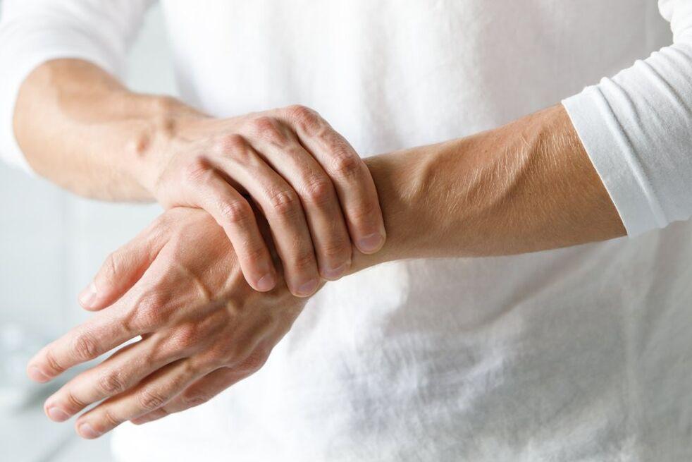 kodėl skauda rankas sąnariai skauda krutines vidury