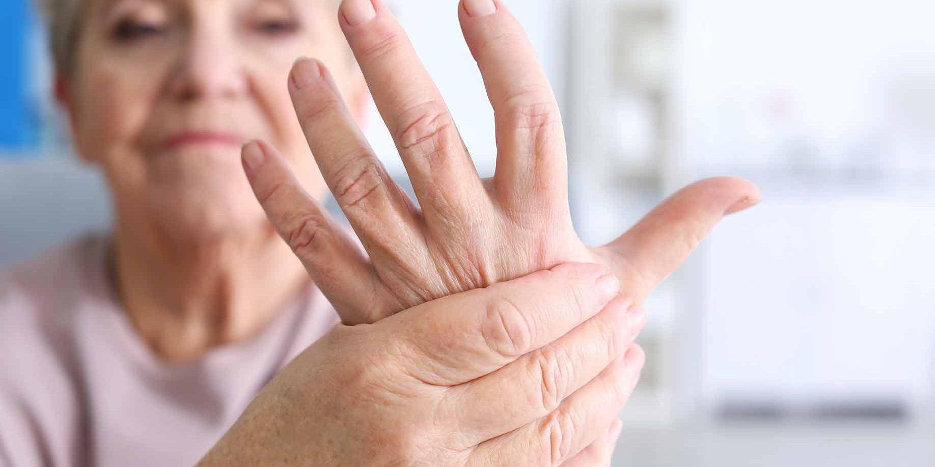 pirstu sanariu artritas