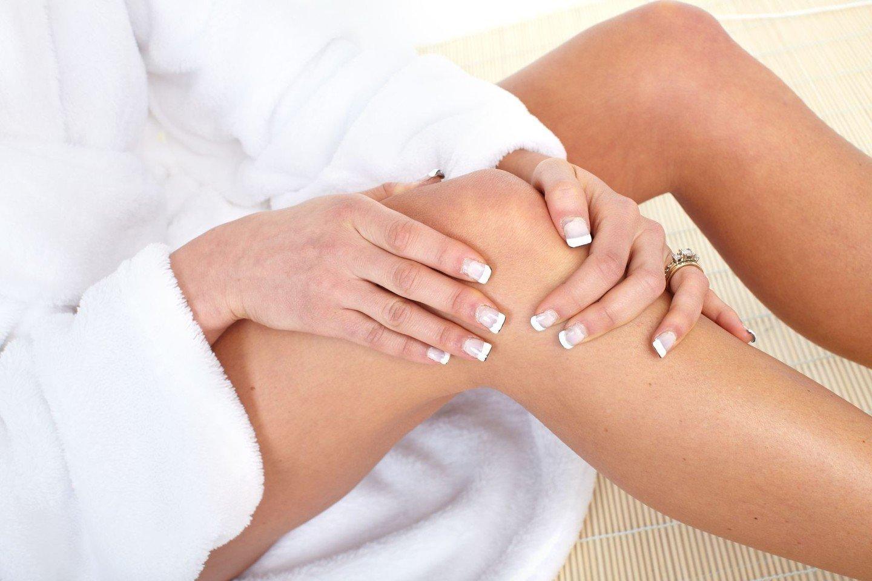 gogress artritas šepetys ranka gerklės sąnarių ant rankų ir krūtinės