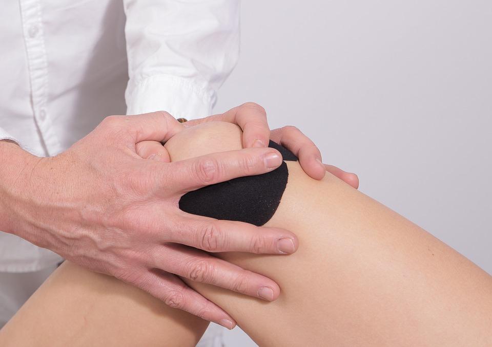 guma skausmas susijęs su sąnarių