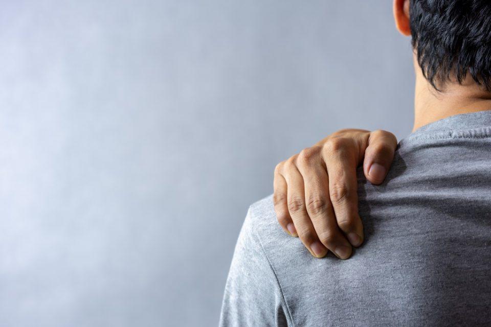 ryte yra rankos išsipūsti ir gerklės sąnarių skausmas šepečiai sąnarių ryte