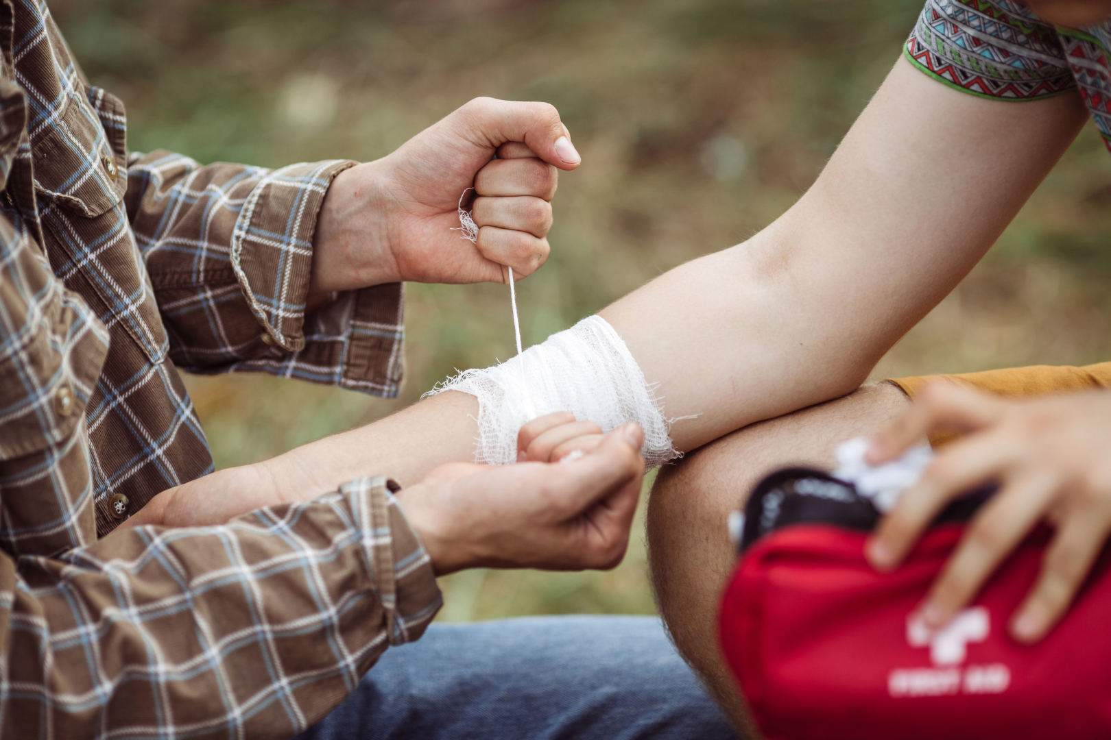 rankų riešo sąnariai uždegimas skirtingose vietose sąnarių
