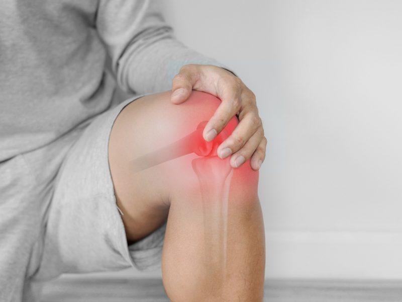 sąnarių ant vidutinio pirštus pjovimo sąnarių skausmą